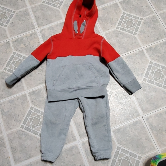 Kidgets Other - 2pc baby boy size 18M sweatsuit outfit